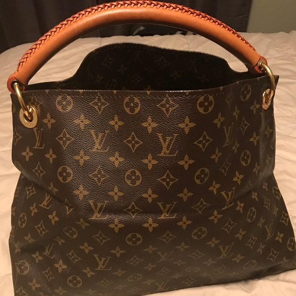 6f9243fe8f32 Louis Vuitton Handbags - Louis Vuitton Artsy MM Monogram